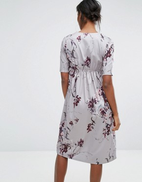 photo Wrap Printed Midi Dress With Bow Front by Hope & Ivy Maternity, color Grey - Image 2
