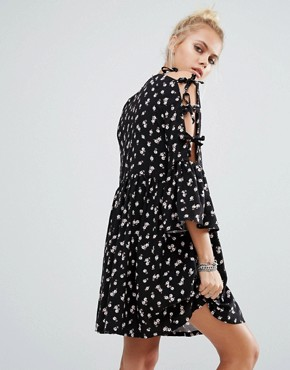 photo Vintage Cold Shoulder Smock Floral Dress with Tie Sleeves by Milk It, color Black Floral - Image 2