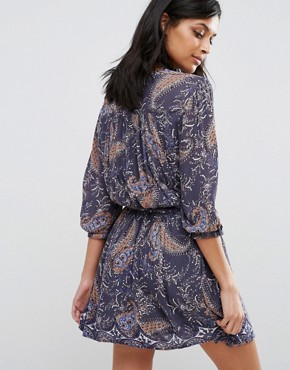 photo Karin Drop Waist Lace Panel Dress by Vero Moda, color Ombre Blue Aop - Image 2