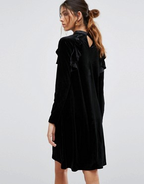 photo Frill Long Sleeve Velvet Shift Dress by True Decadence Tall, color Black - Image 2