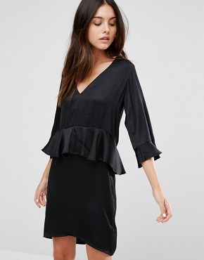 photo 3/4 Frill Sleeve Shift Dress with Peplum by Minimum, color Black - Image 1