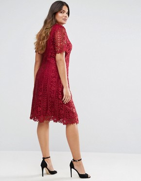 photo Premium Lace Overlay Shift Dress by Truly You, color Burgundy - Image 2