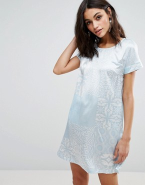 photo Short Sleeve Shift Dress by Traffic People, color White/Blue - Image 1