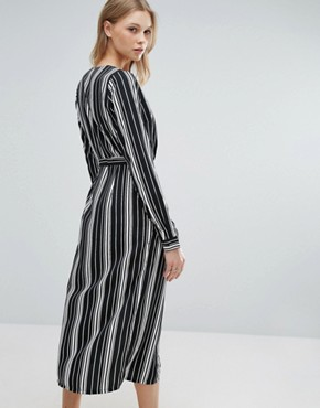 photo Midi Dress In Stripe by Influence Tall, color Black - Image 2