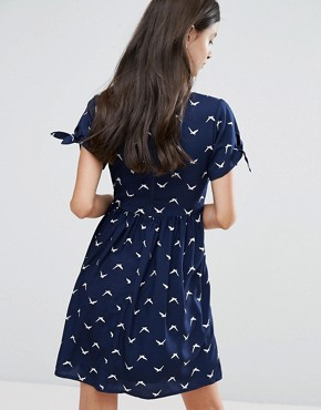 photo Skater Dress with Bow Sleeve In Bird Print by Yumi Petite, color Navy - Image 2