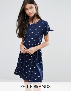 photo Skater Dress with Bow Sleeve In Bird Print by Yumi Petite, color Navy - Image 1