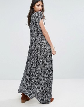 photo Wild Love Black and White Printed Maxi Dress by Raga, color Black/White - Image 2