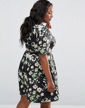 photo Skater Dress In Floral Print with Belt by Yumi Plus, color Black - Image 2