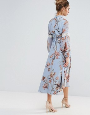 photo Bird Print Lace Insert Midi Dress by Hope & Ivy Maternity, color Blue - Image 2