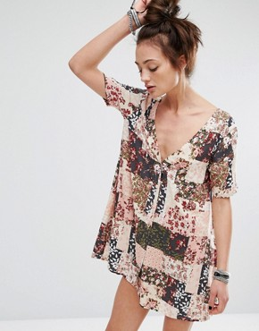 photo Dress with Button Up Back In Patchwork Floral Print by Motel, color Pink - Image 2