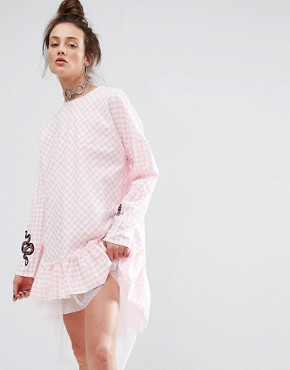 photo Dress In Gingham with Patches by The Ragged Priest, color Pink - Image 1