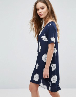 photo Isabella Flower Print Shift Dress by Pieces, color Navy - Image 1
