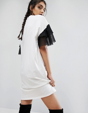 photo Oversized Rock T-Shirt Dress With Mesh Frilly Sleeve by Jaded London Tall, color Cream - Image 2
