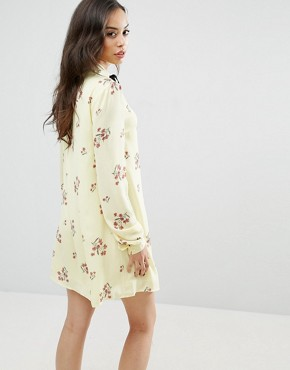photo Floral Printed Long Sleeve Shift Dress with Bow Tie Detail by Fashion Union Tall, color  - Image 2