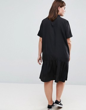 photo Oversized Dress with Short Sleeve and Peplum Hem by Daisy Street Plus, color Black - Image 2