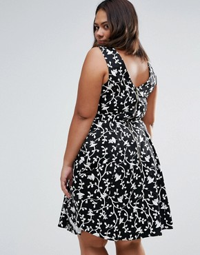 photo Skater Dress In Floral Print by Closet London Plus, color Black/White - Image 2