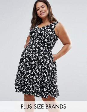 photo Skater Dress In Floral Print by Closet London Plus, color Black/White - Image 1