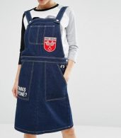 photo Dungaree Dress in Denim with Badge Details by Mini Cream, color Nyx - Image 3