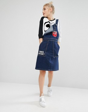 photo Dungaree Dress in Denim with Badge Details by Mini Cream, color Nyx - Image 4