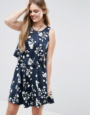 photo Floral Asymmetric Hem Dress by Vila, color Navy - Image 1