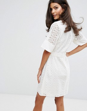 photo Broderie T-Shirt Dress by Warehouse, color Cream - Image 2