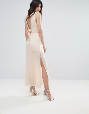 photo Amy Lynn V-Back Maxi Dress with Bow Detail by Amy Lynn Occasion, color White - Image 1