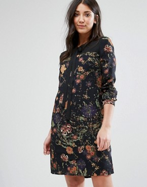 photo Printed Shift Dress with Tie Neck by Lavand, color Black - Image 1