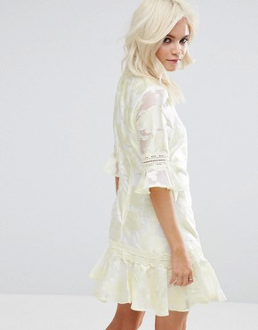 photo All Over Jacquard Shift Dress with Fluted Hem by Little Mistress Petite, color Yellow - Image 2
