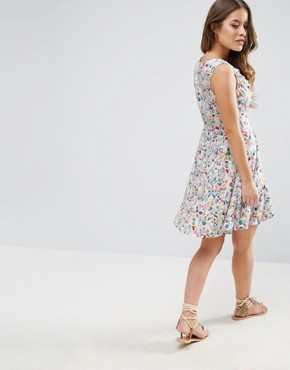 photo Dress with Ruffles in Floral Print by Yumi Petite, color White - Image 2