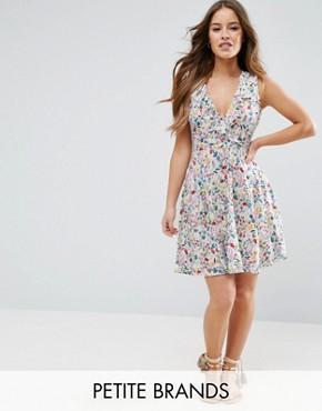 photo Dress with Ruffles in Floral Print by Yumi Petite, color White - Image 1