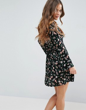 photo Smock Dress in Floral Print by Yumi Petite, color Black - Image 2