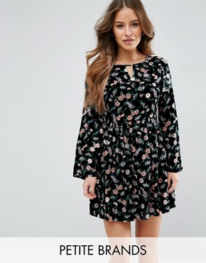 photo Smock Dress in Floral Print by Yumi Petite, color Black - Image 1