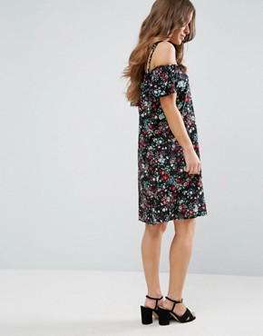 photo Dress with Cold Shoulder in Floral Print by Yumi Petite, color Black - Image 2