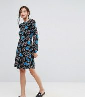 photo Organic Cotton Frill Shoulder Skater Dress in Bold Floral Print by People Tree, color Black Floral - Image 4
