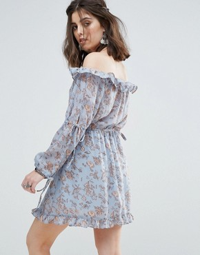 photo Off Shoulder Frilly Hem Dress in Vintage Floral Print by Glamorous Petite, color Blue - Image 2