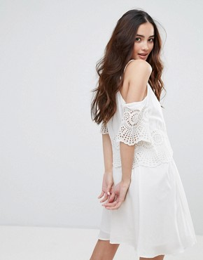 photo Cold Shoulder Crochet Detail Cami Dress by Pimkie, color White - Image 2