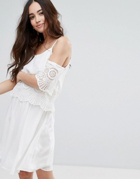 photo Cold Shoulder Crochet Detail Cami Dress by Pimkie, color White - Image 1