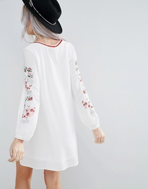 photo Swing Dress with Embroidered Sleeve Detail by Glamorous Petite, color Cream - Image 2