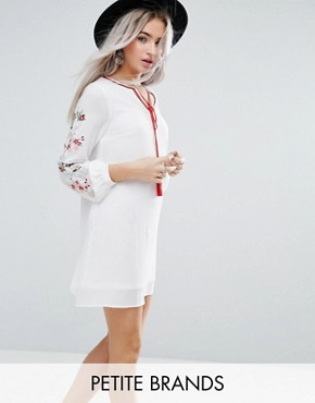 photo Swing Dress with Embroidered Sleeve Detail by Glamorous Petite, color Cream - Image 1