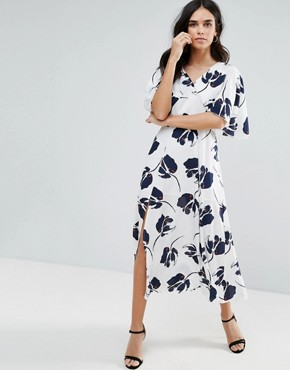 photo Midi Dress with Large Floral Print by Liquorish, color White - Image 1