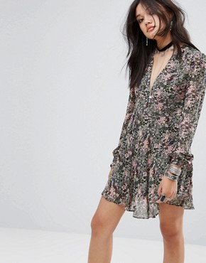 photo V-Neck Tea Dress in Floral Print by Glamorous, color Multi - Image 1