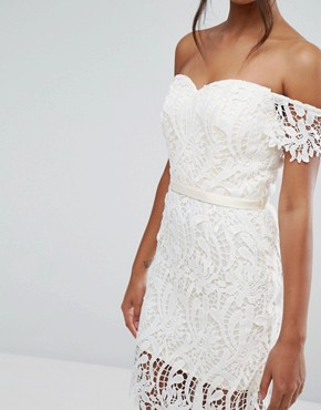 photo Lace Bandeau Midi Dress with Sweetheart Neck by Chi Chi London, color White - Image 3