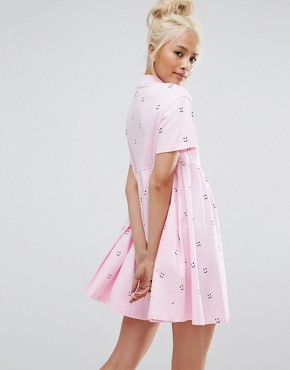 photo Short Sleeve Smock Dress in Faces Print with Zip by Lazy Oaf, color Pink - Image 2