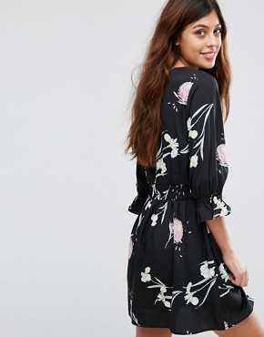 photo V-Neck Tea Dress with Gathered Sleeve by Influence, color Black Floral - Image 2