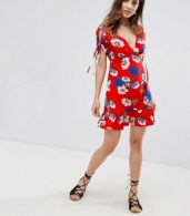 photo Floral Tea Dress with Cut Out Back Detail and Frill Hem by Influence, color Red Floral - Image 4