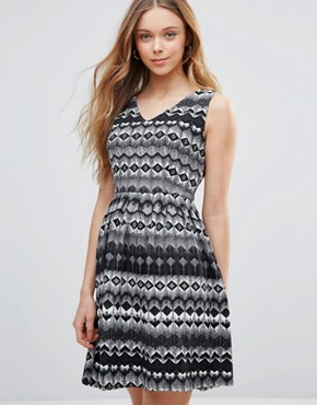 photo Dress in Geometric Diamond Print by Yumi, color Black/White - Image 1