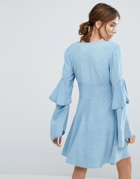 photo V-Neck Tea Dress with Ruffle Layer Sleeves and Floral Embroidery by Neon Rose, color Blue - Image 2