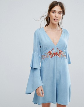 photo V-Neck Tea Dress with Ruffle Layer Sleeves and Floral Embroidery by Neon Rose, color Blue - Image 1