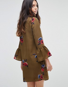 photo Floral Dress with Fluted Sleeve by Vero Moda, color Ivory Green Aop - Image 2