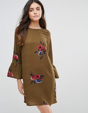 photo Floral Dress with Fluted Sleeve by Vero Moda, color Ivory Green Aop - Image 1